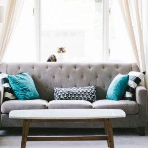 Quelles sont les couleurs de canapé tendances en 2021 ?