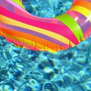 Une bouée insolite pour la piscine